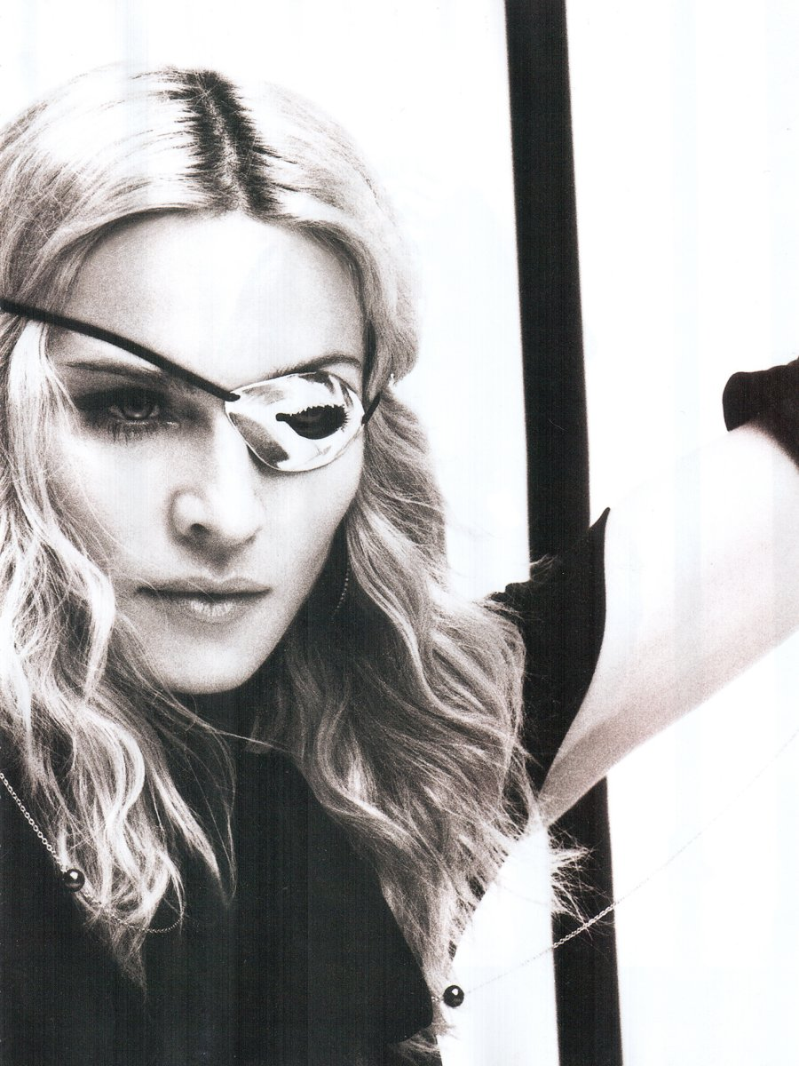 http://www.madonnalicious.com/images/extra/2008/vogue_1208_brazil_page6.jpg