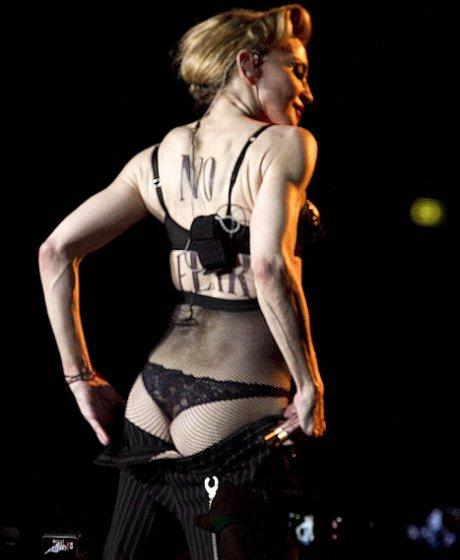 Вслед за грудью Мадонна показала фанатам попу (ФОТО+ВИДЕО) .